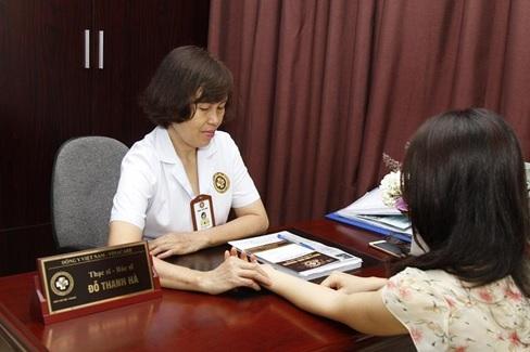 Ths.Bs Đỗ Thanh Hà khám cho bệnh nhân