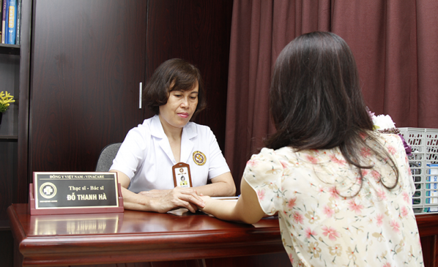 Bác sĩ Đỗ Thanh Hà thường xuyên theo dõi, hỗ trợ và lên lịch tái khám định kỳ để đảm bảo nắm bắt tốt sức khỏe người bệnh