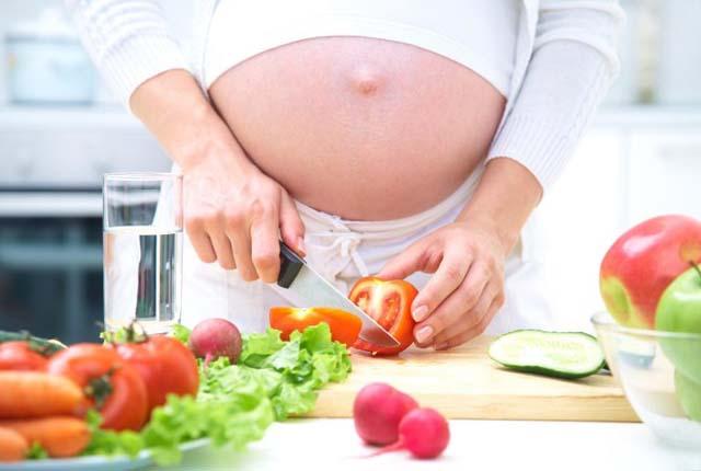 Ăn nhiều rau quả khi mang thai để phòng ngừa bệnh phụ khoa