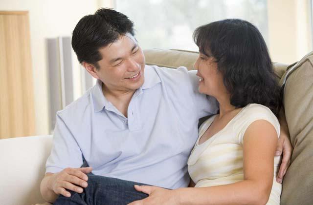Chia sẻ với chồng là liều thuốc hữu hiệu để bạn vượt qua khó khăn, bệnh tật
