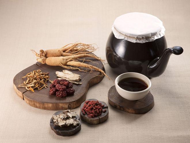 Với bệnh viêm phụ khoa, bác sĩ Hà thường kê cho bệnh nhân các loại thuốc uống và ngâm rửa