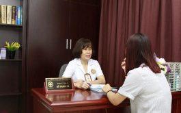 Người mẹ trẻ chịu đựng viêm lộ tuyến cổ tử cung với áp lực tâm lý nặng nề tìm đến tôi