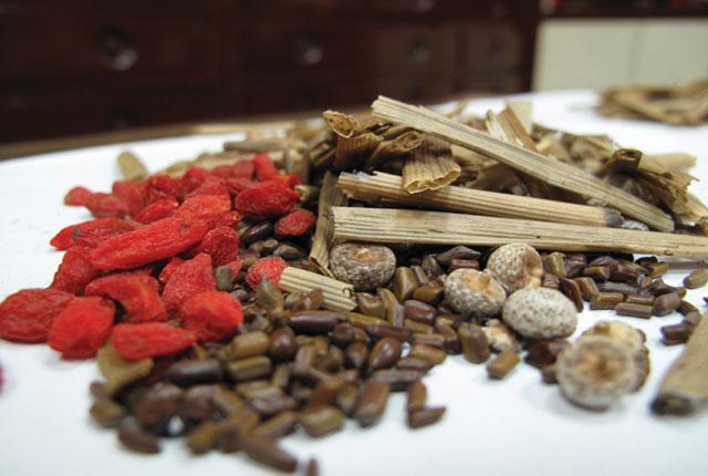 Có nhiều bài thuốc Đông y giúp khắc phục triệt để viêm âm đạo