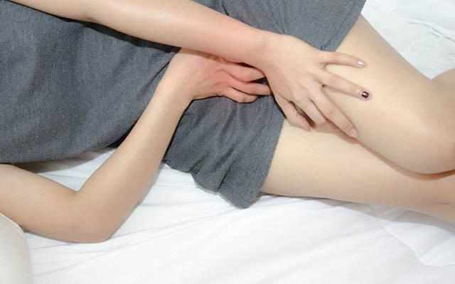 Chị em phụ nữ thường bị đau rát khi quan hệ nếu bị khô âm đạo